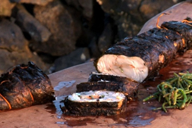 Robalo em algas recheado com camarão